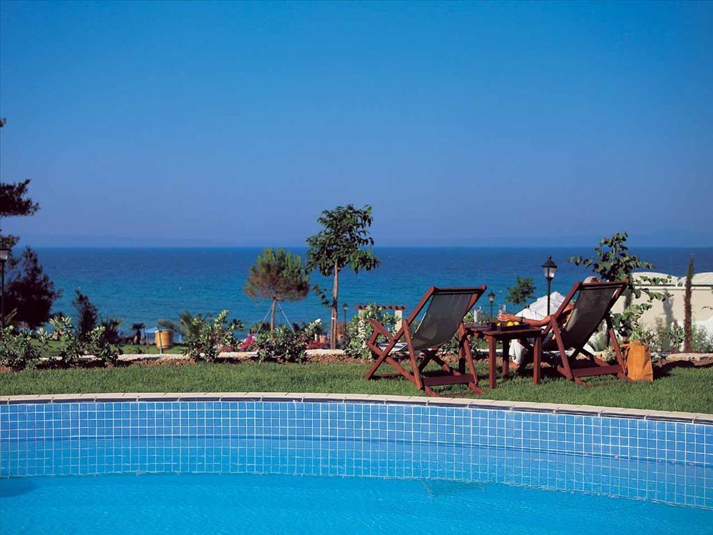 Aegean Melathron Hotel - градина