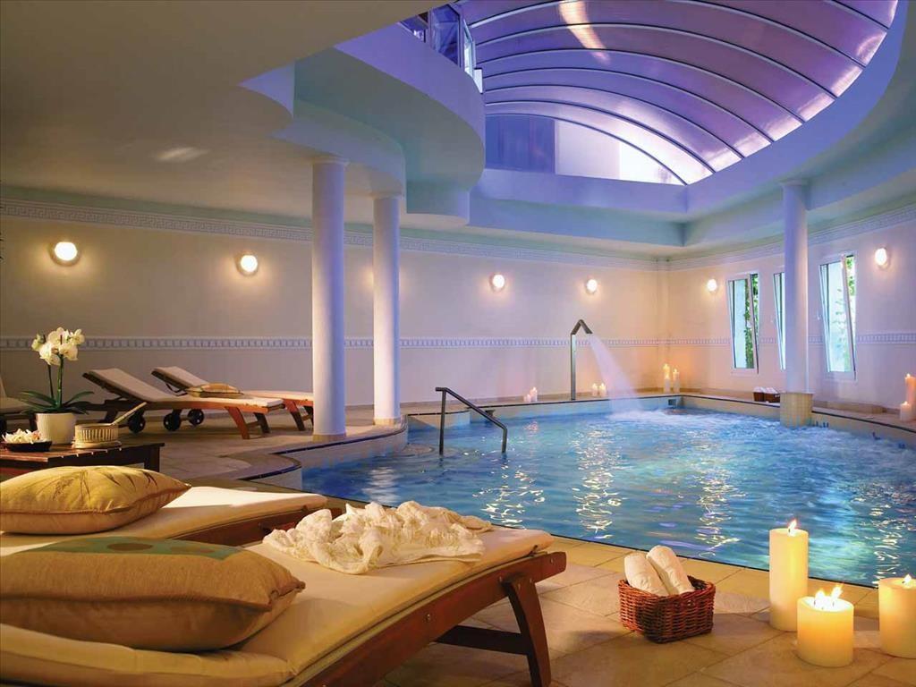 Aegean Melathron Hotel - вътрешен басейн