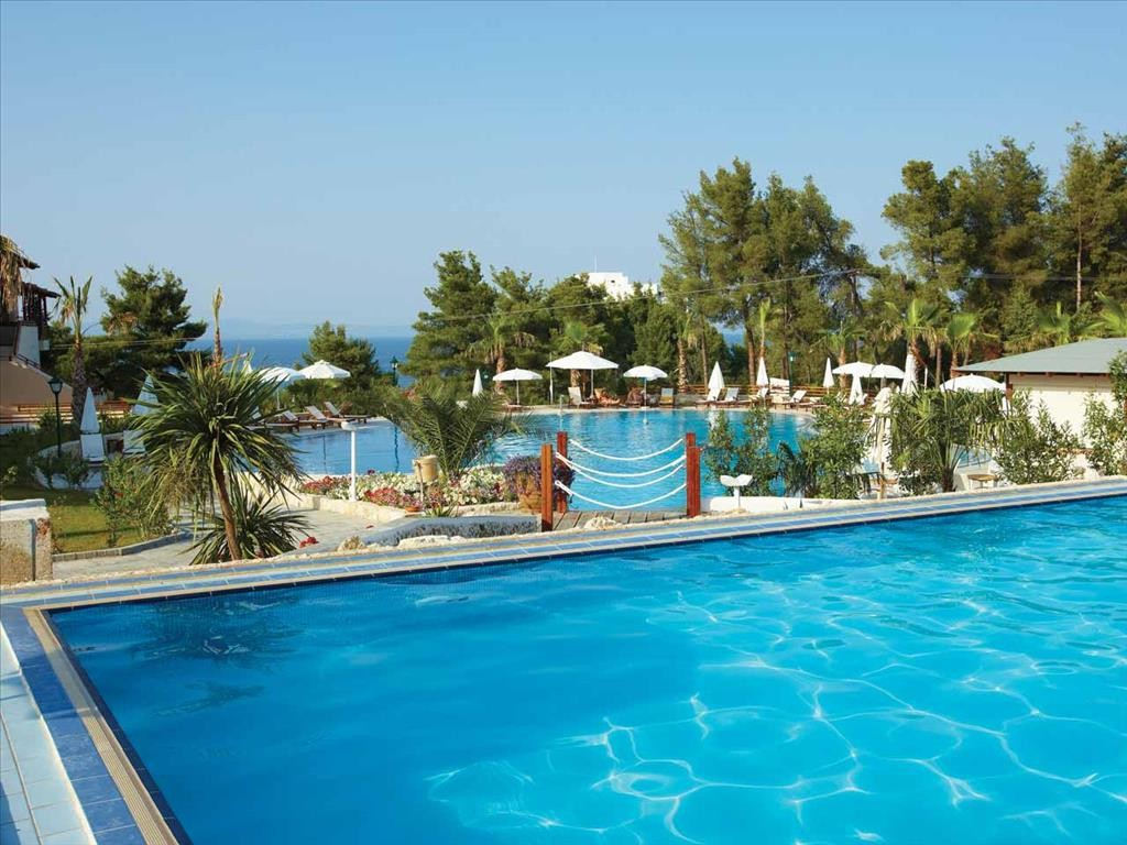 Aegean Melathron Hotel - външни басейни