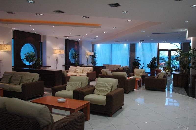 Aristoteles Holiday Resort & SPA - лоби