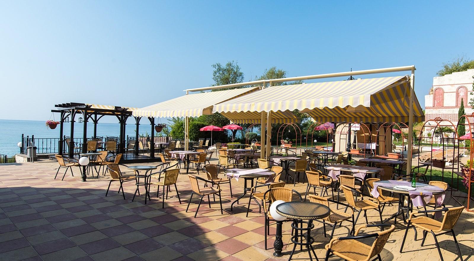 Хотел Цезар Палас 4* - бар на плажа