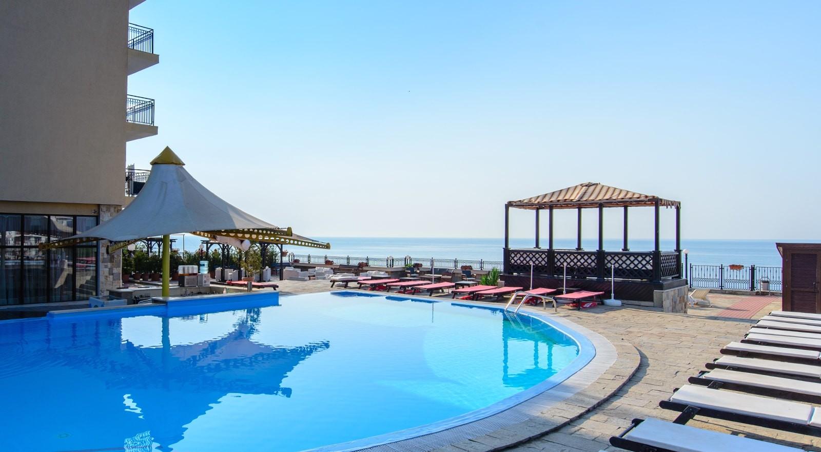Хотел Цезар Палас 4* - басейн