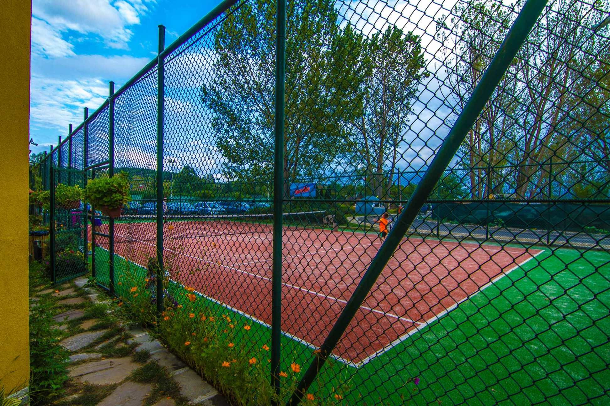 Blue Orange Beach Resort - тенис корт