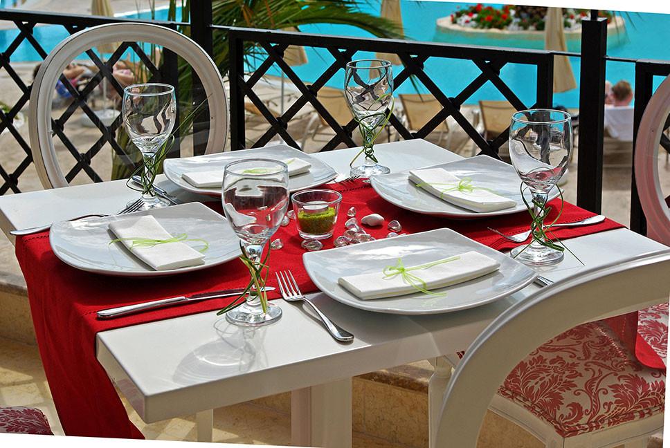 Mediterranean Princess Hotel - маса