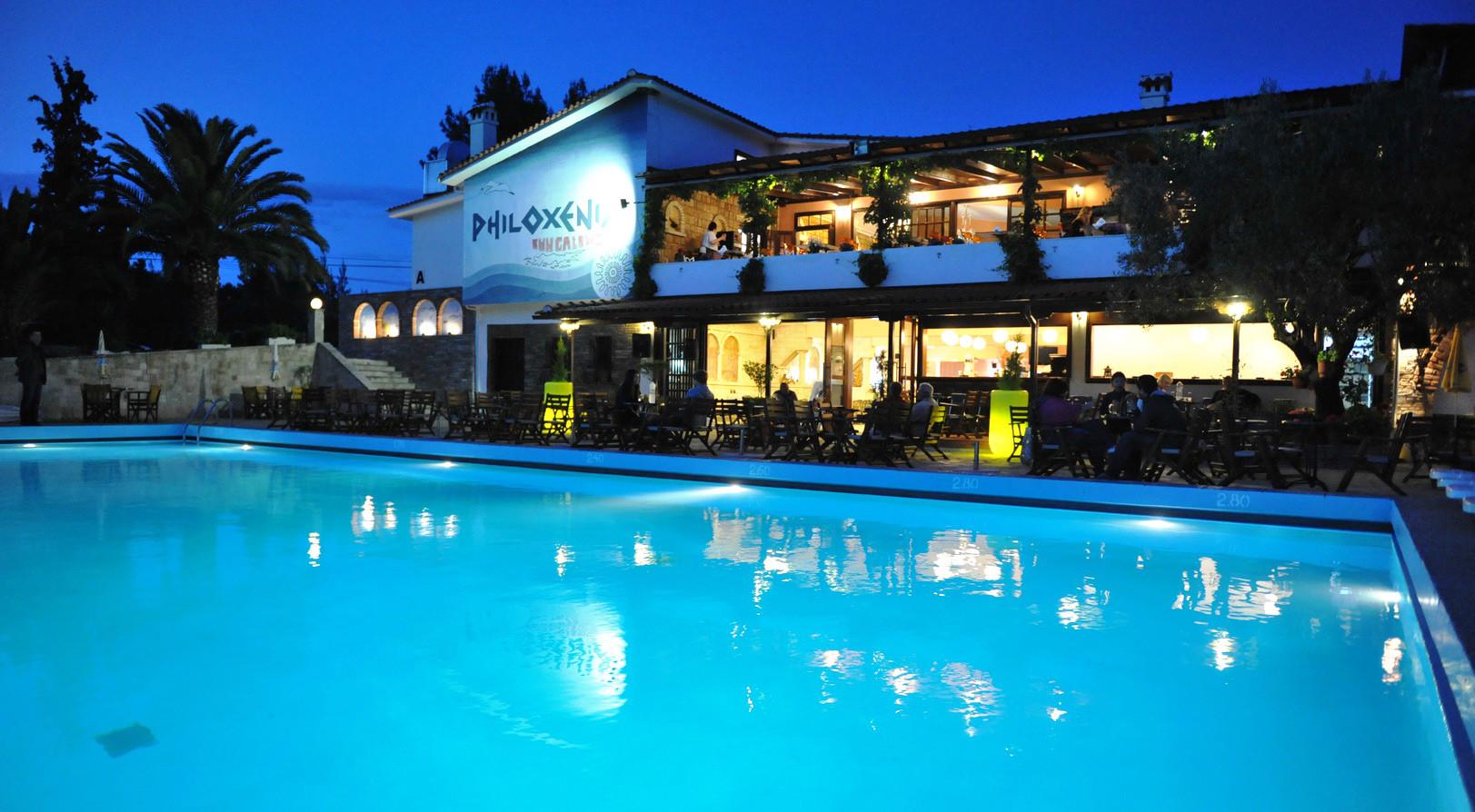 Philoxenia Bungalows Hotel - басейн вечер
