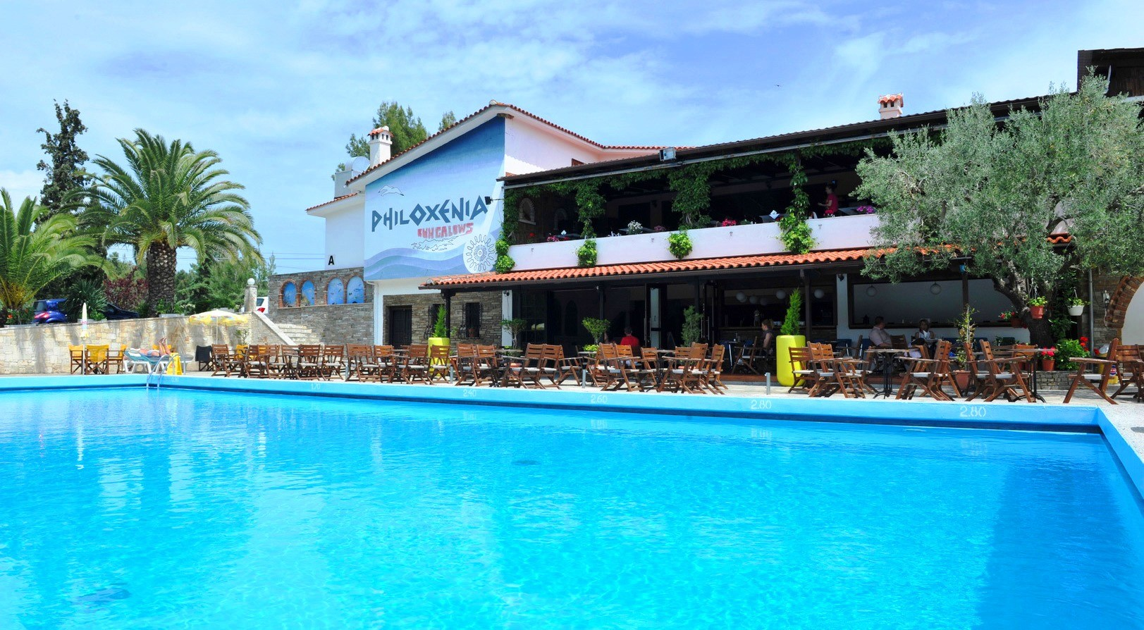 Philoxenia Bungalows Hotel - бар и басейн