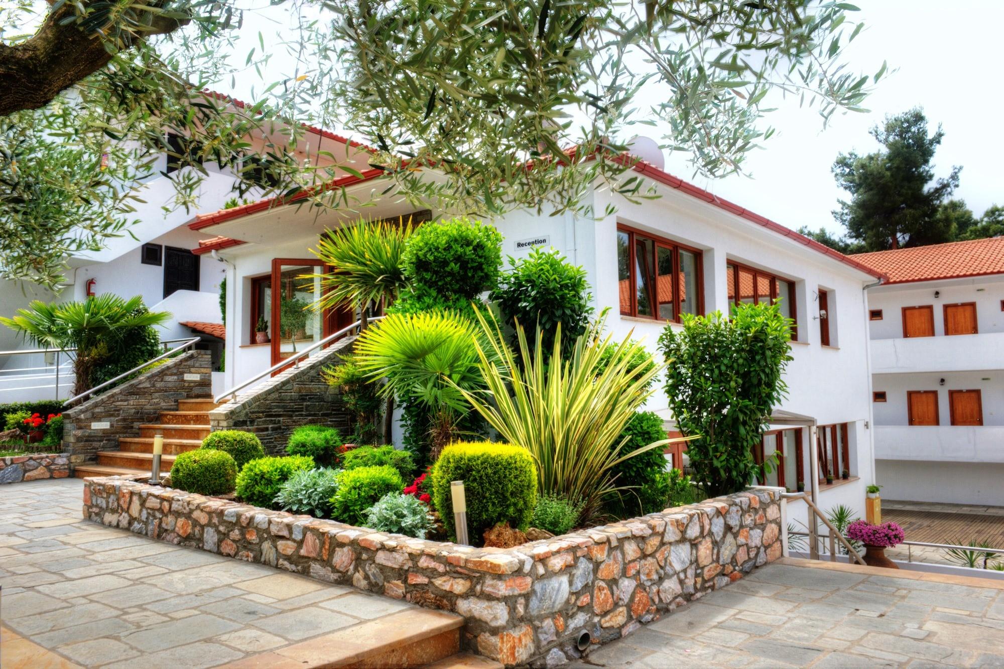 Philoxenia Bungalows Hotel - градина