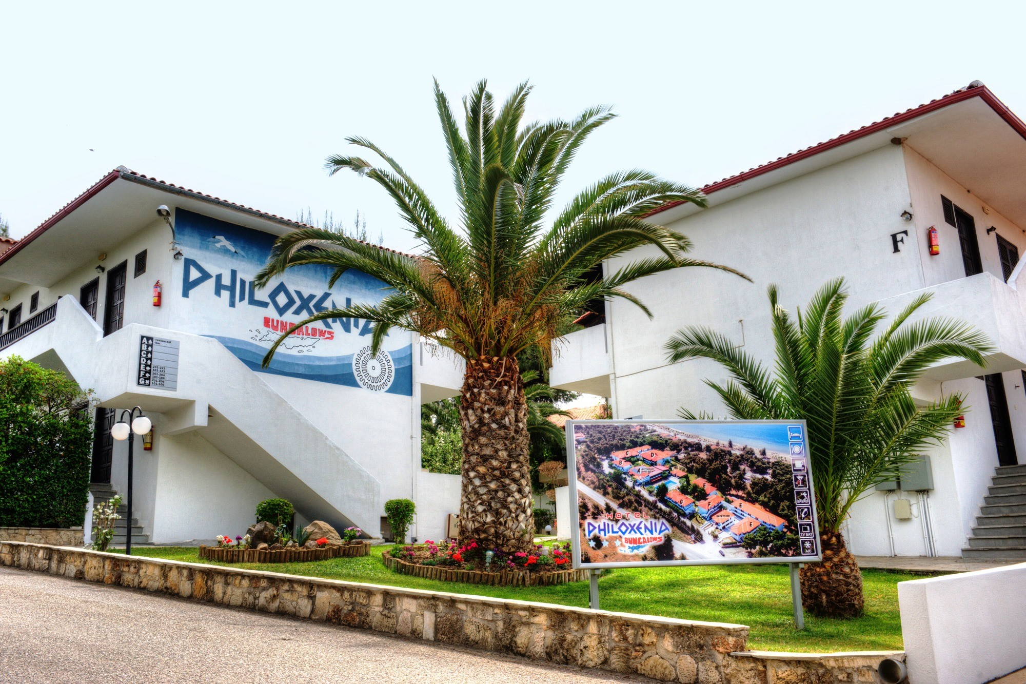Philoxenia Bungalows Hotel - градина