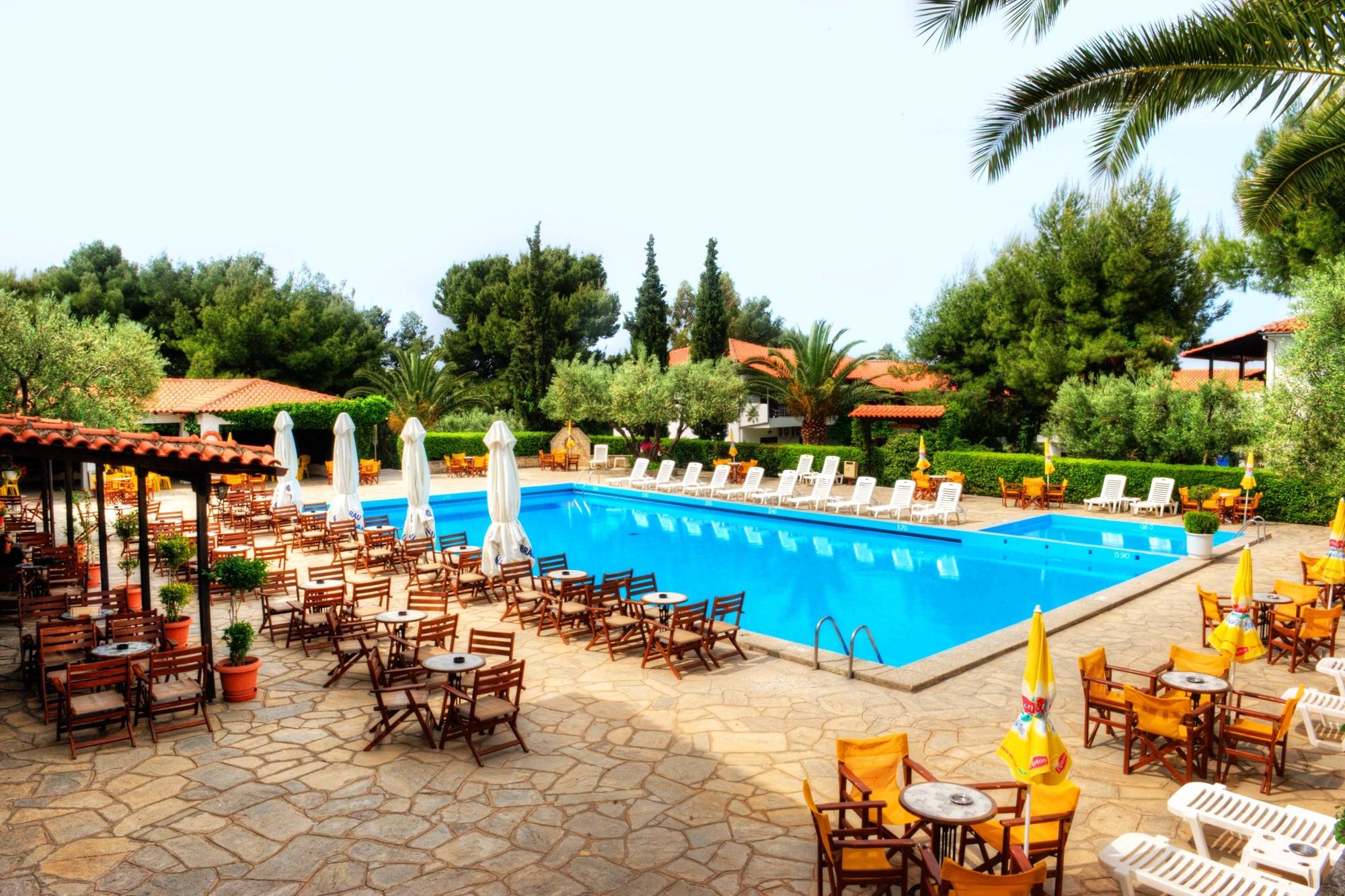 Philoxenia Bungalows Hotel - бар и басейн