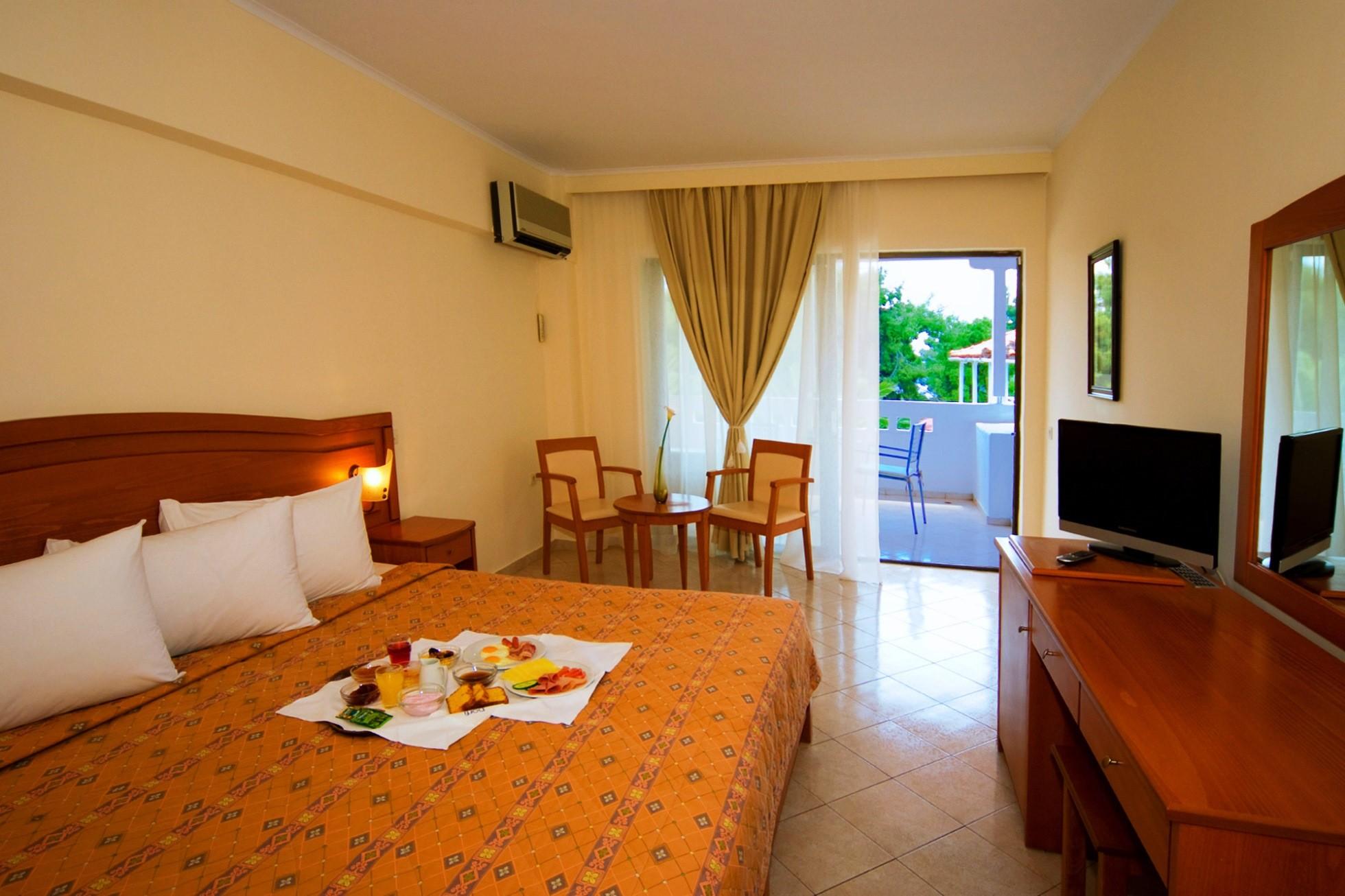 Porfi Beach Hotel - двойна стая