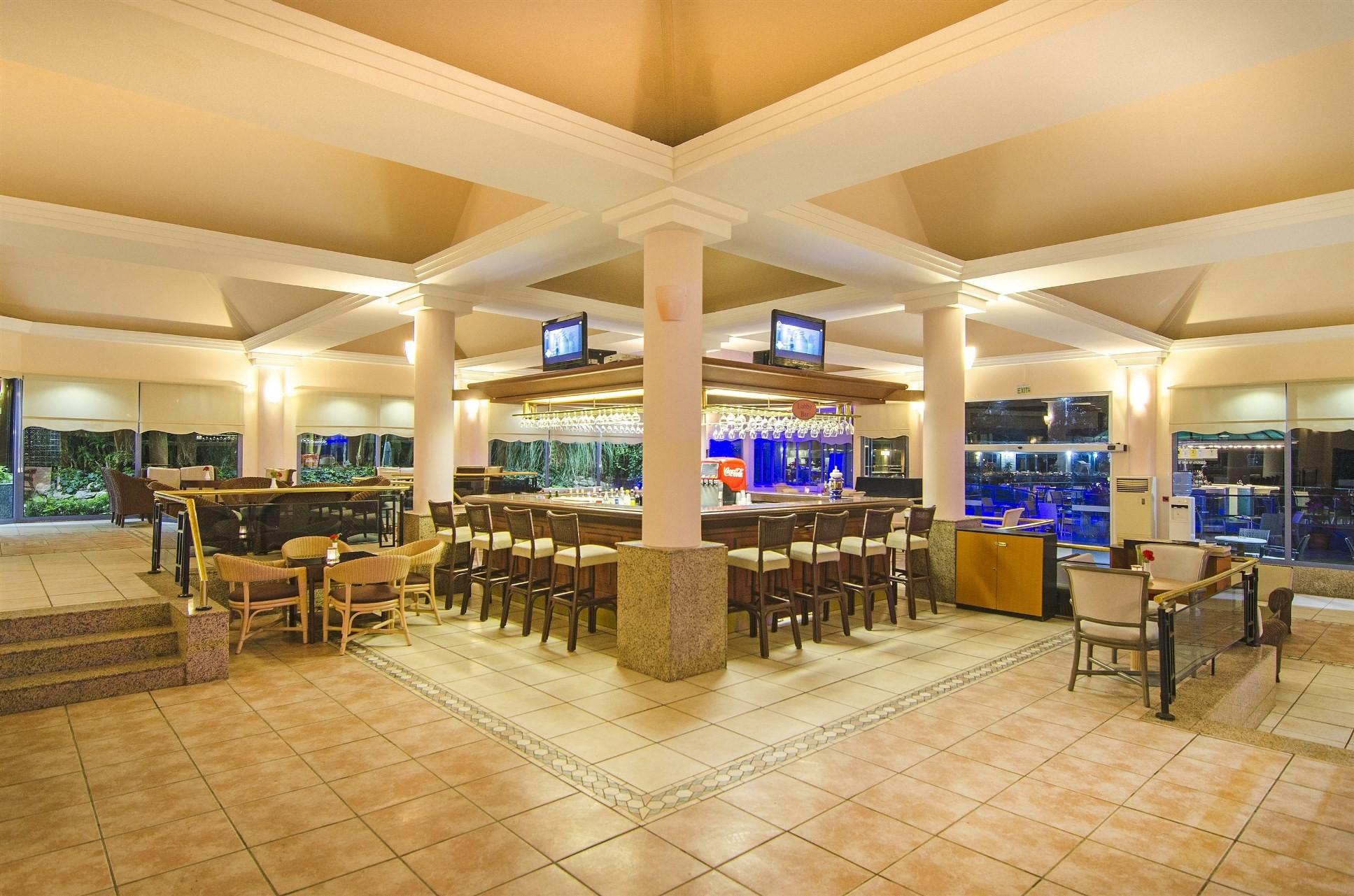 Grand Blue Sky - лоби бар