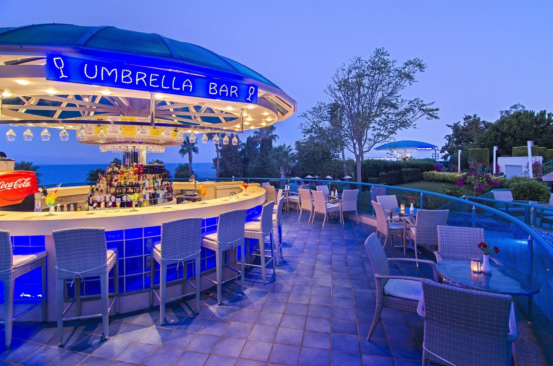 Grand Blue Sky - бар umbrella