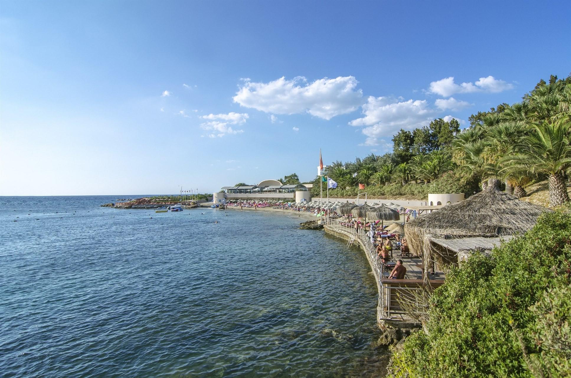 Grand Blue Sky - плаж