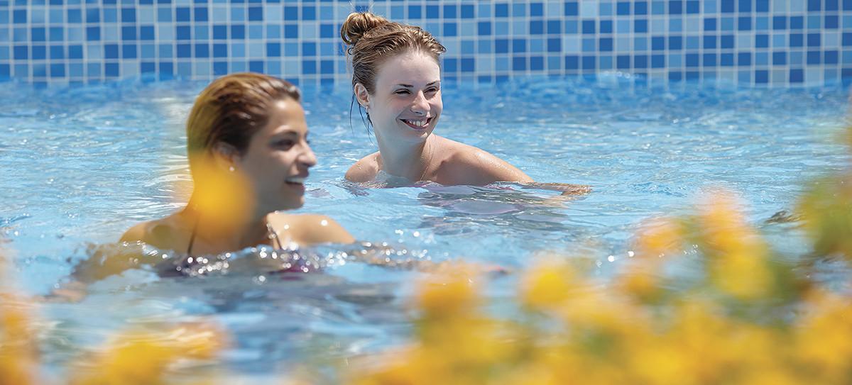 Ramada Resort Akbuk - басейн