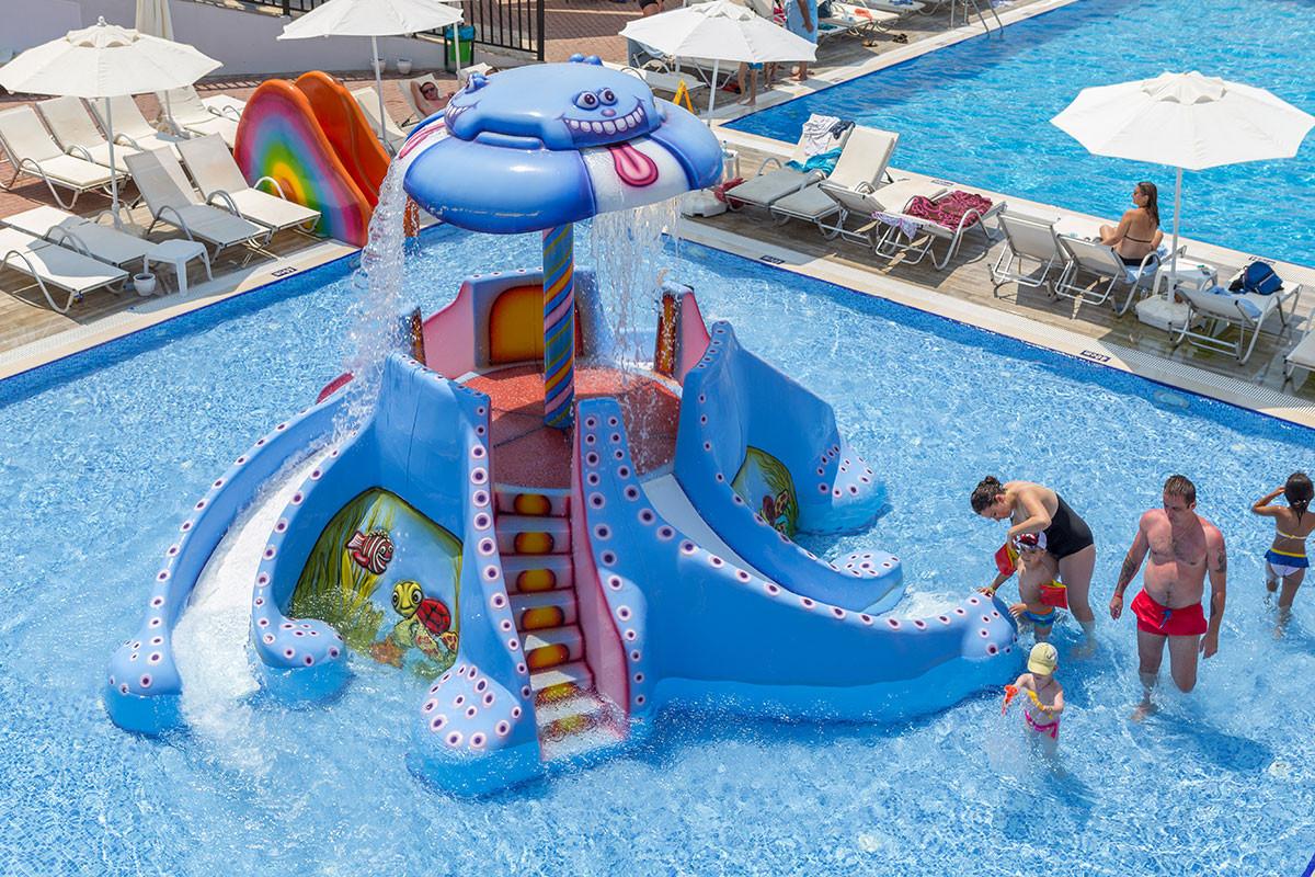 Ramada Resort Akbuk - пързалки