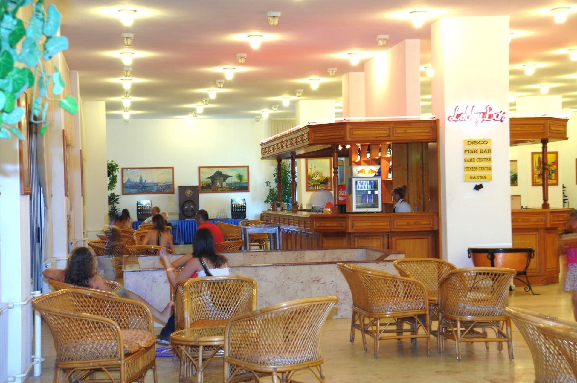 Club Hotel Grand Efe - лоби бар