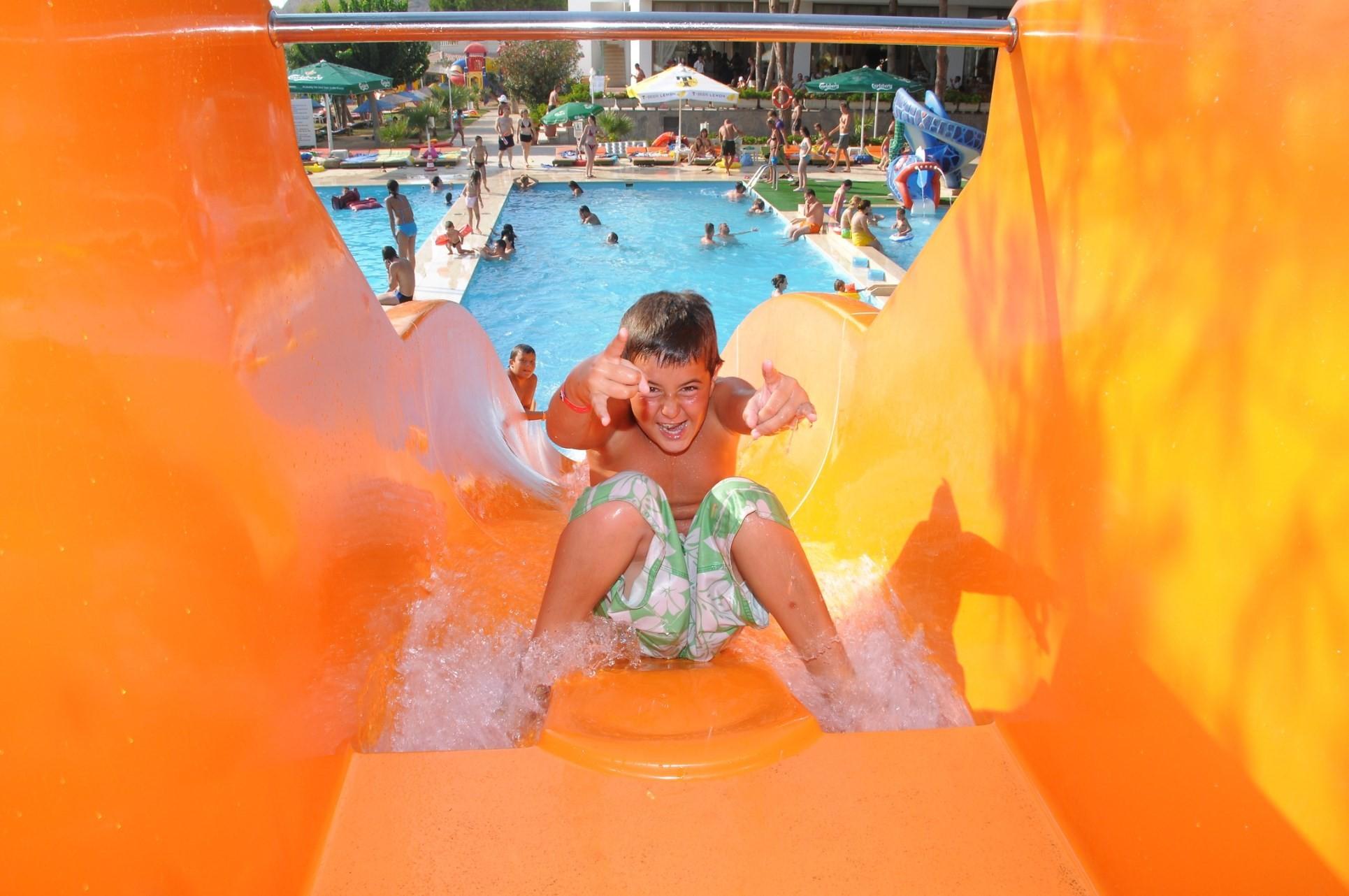 Club Hotel Grand Efe - пързалка