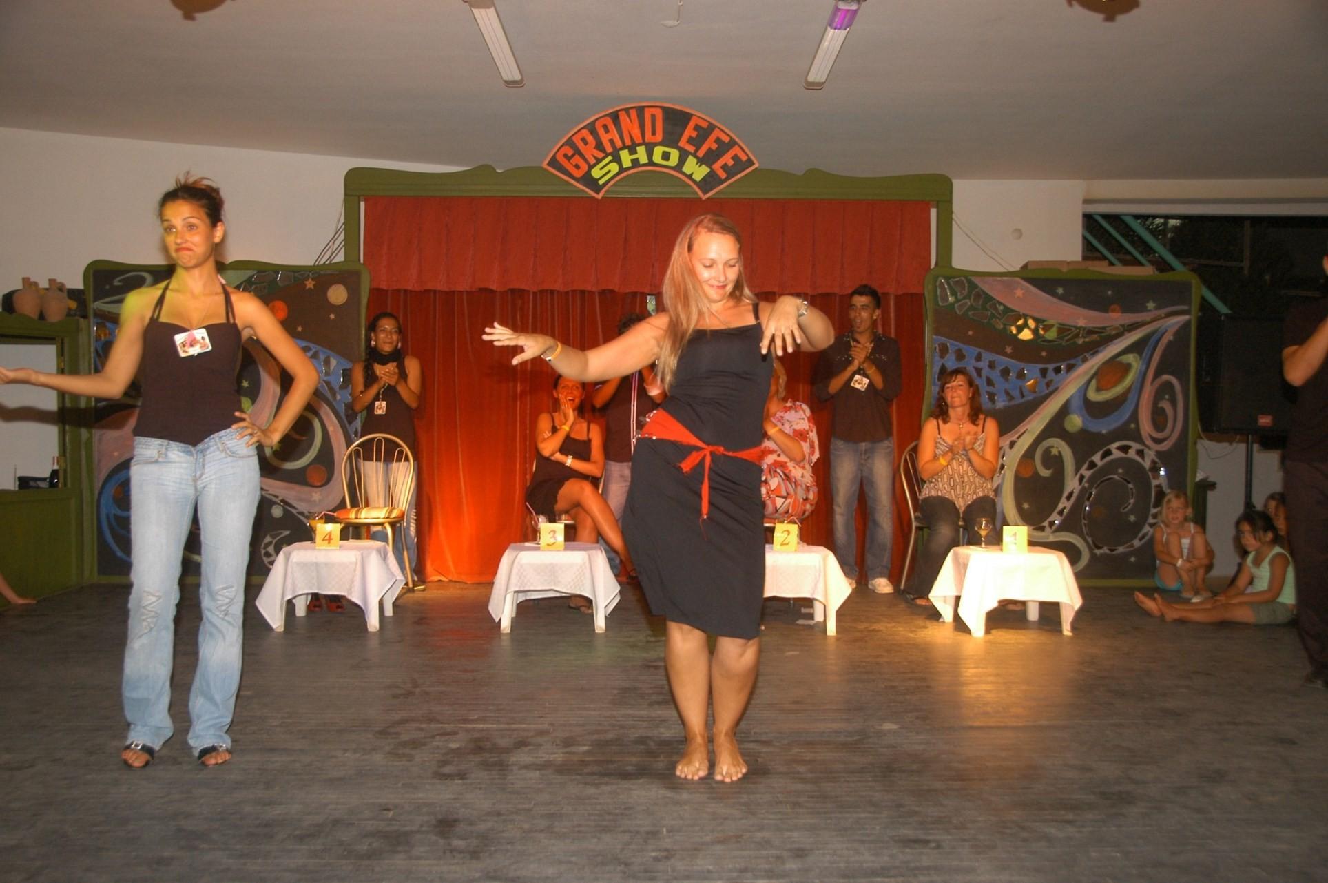 Club Hotel Grand Efe - вечерна програма