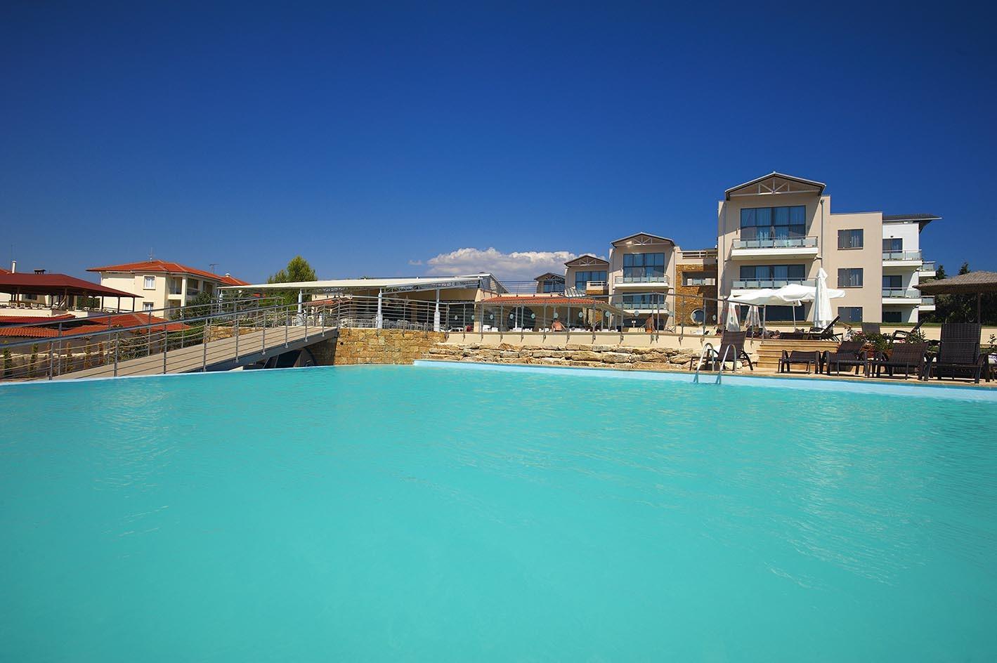 Istion Club Hotel & Spa - басейн и фасада
