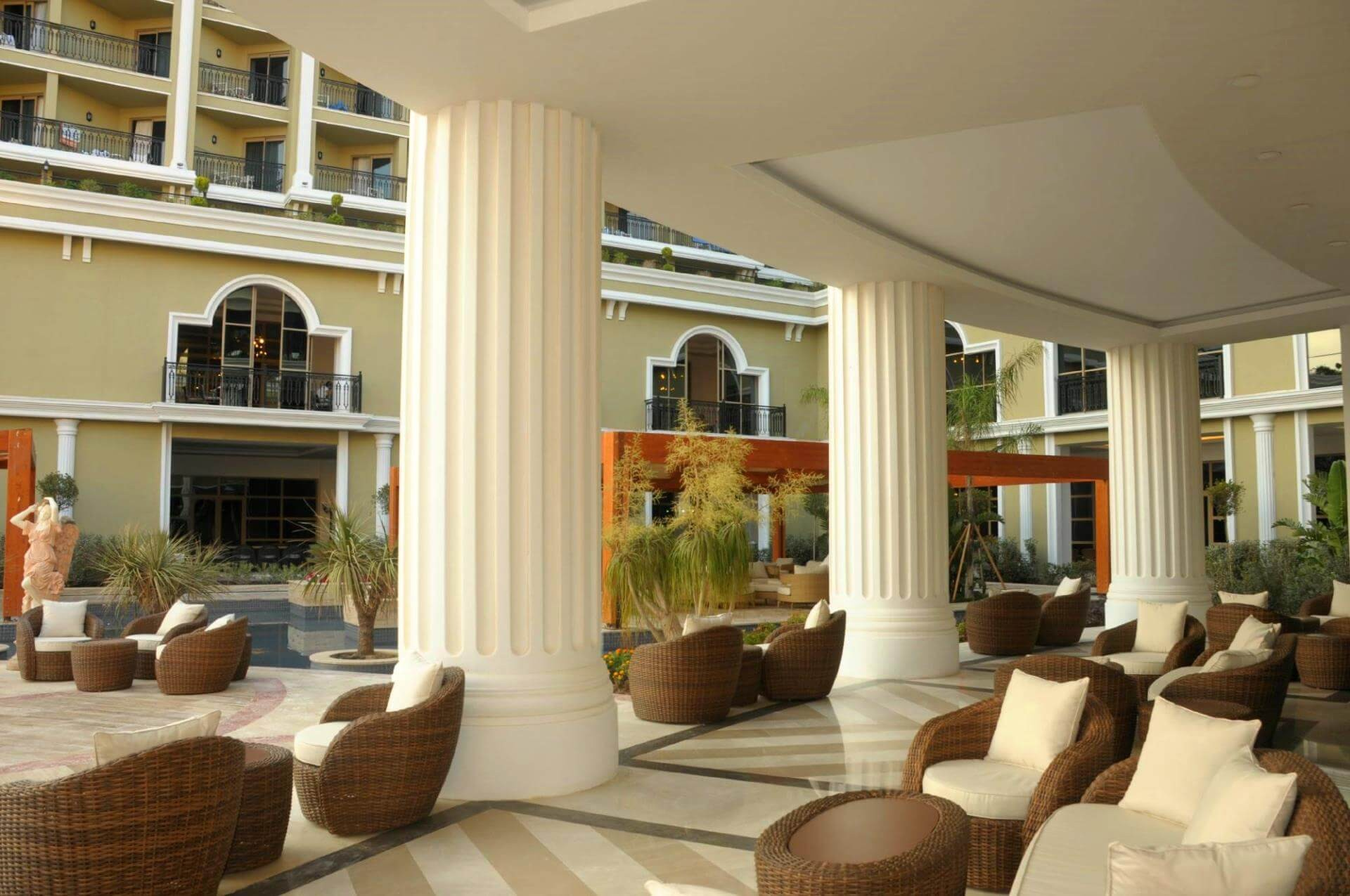 Hotel Sunis Efes Royal Palace - бар