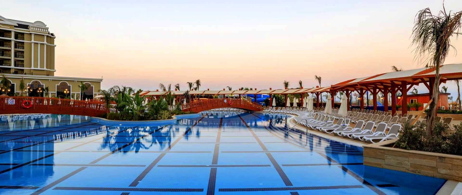 Hotel Sunis Efes Royal Palace - басейн