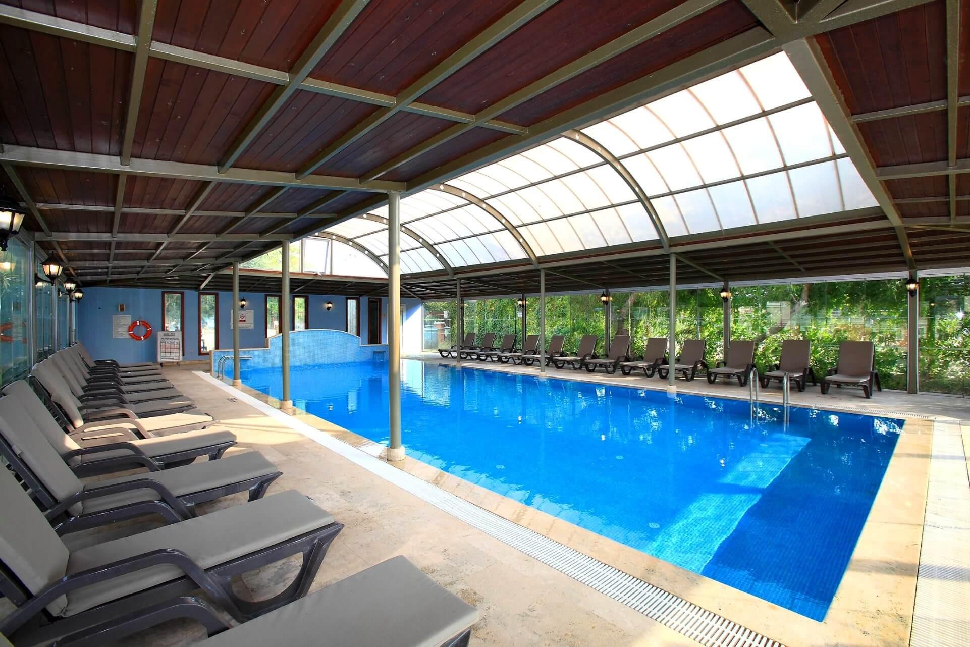 Cactus Club Yalı & Resort - вътрешен басейн