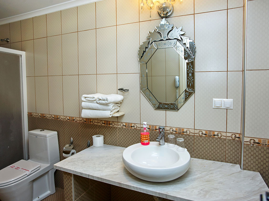 Assa Maris Hotel - двойна стая делукс, баня