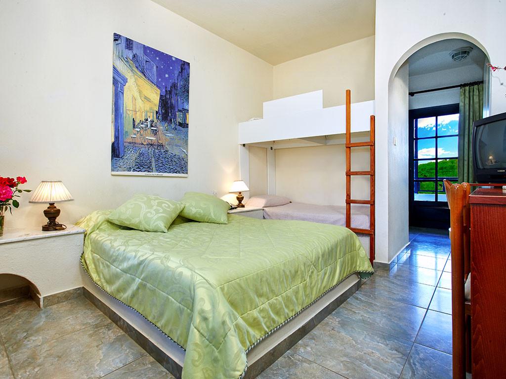Assa Maris Hotel - семейна стая с двуетажно легло