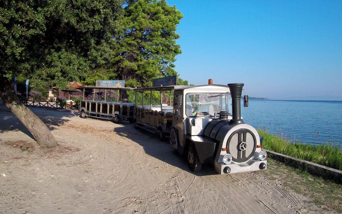 Kriopigi Beach Hotel - влакче до плажа