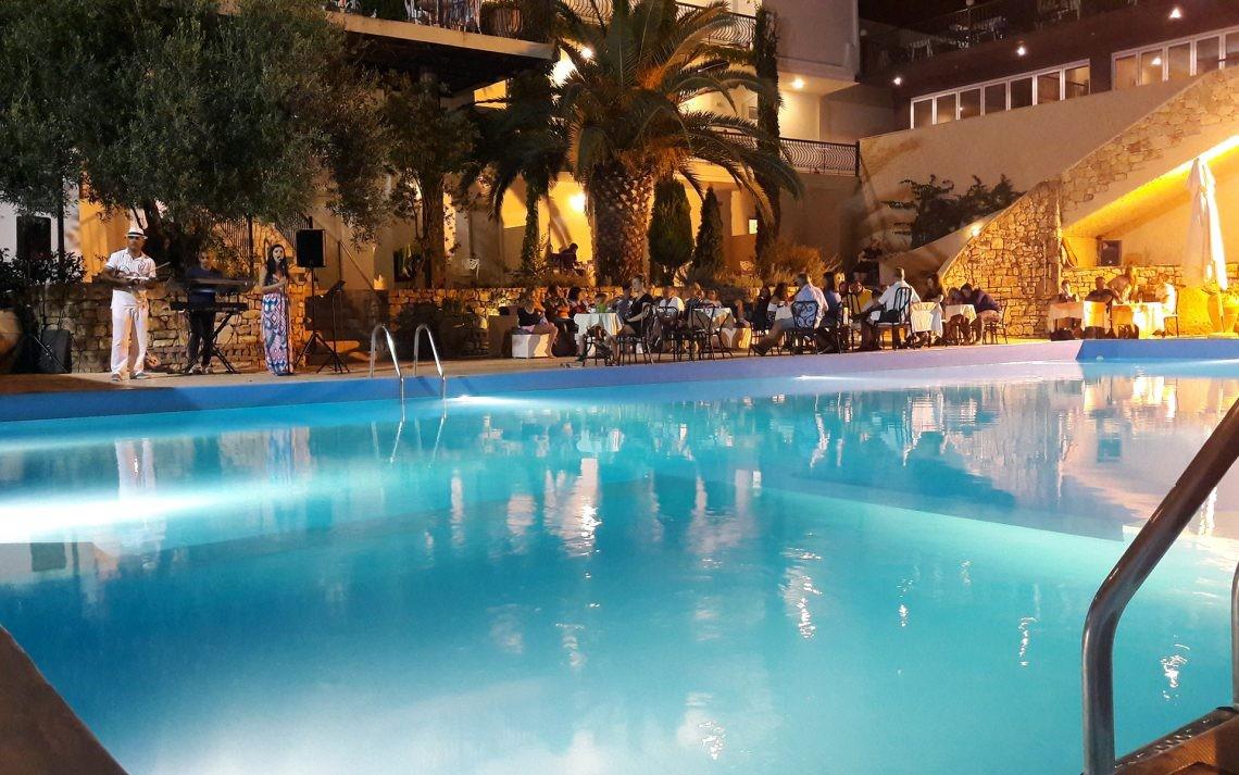 Kriopigi Beach Hotel - басейн вечер