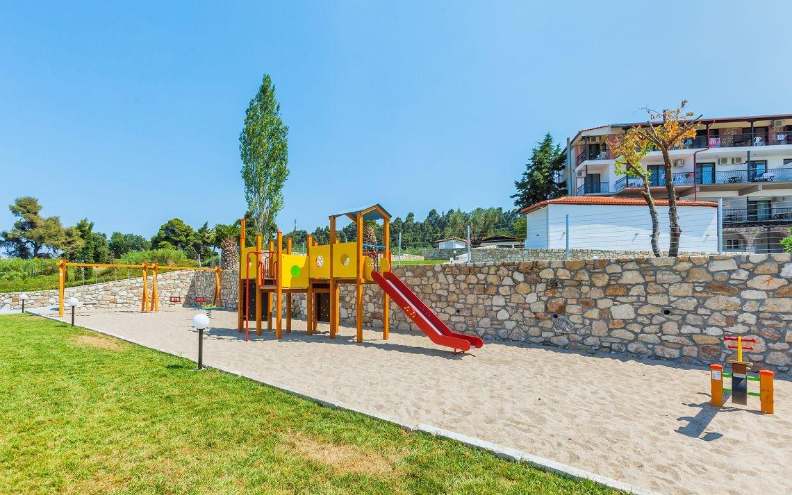 Kriopigi Beach Hotel - детска площадка