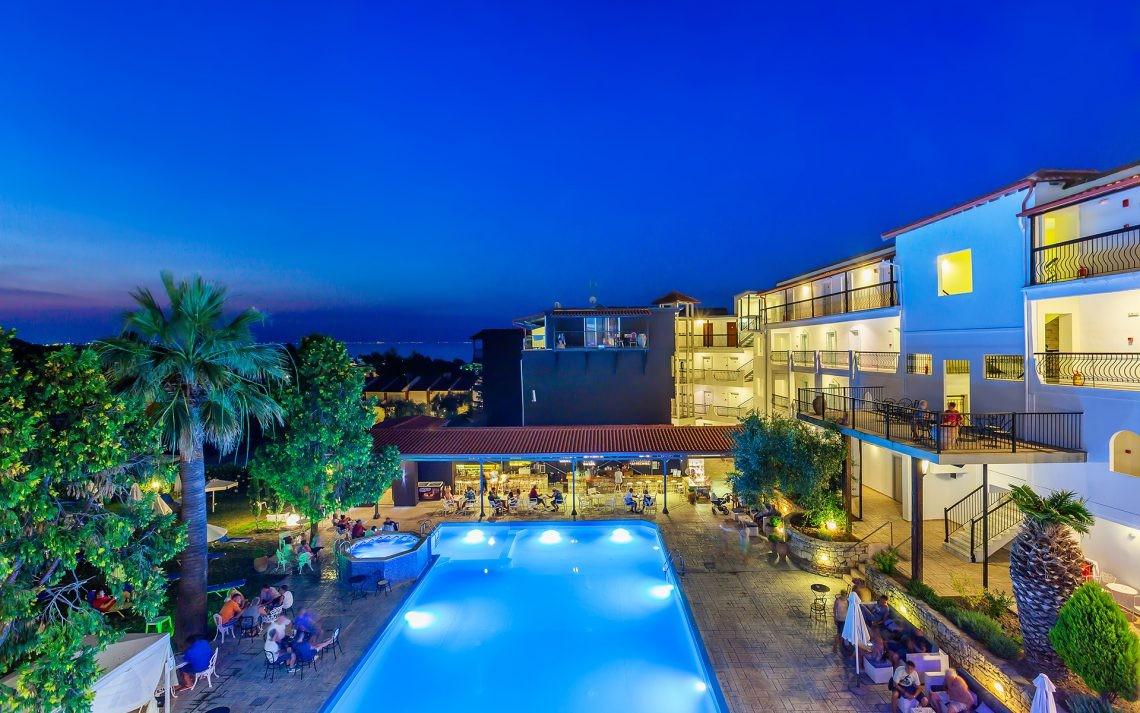 Kriopigi Beach Hotel - вечер
