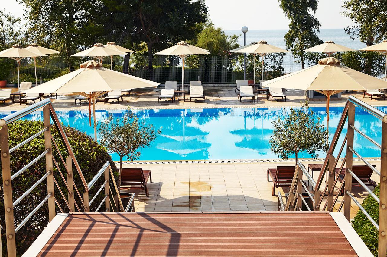 Lucy Beach Hotel 5* - басейн