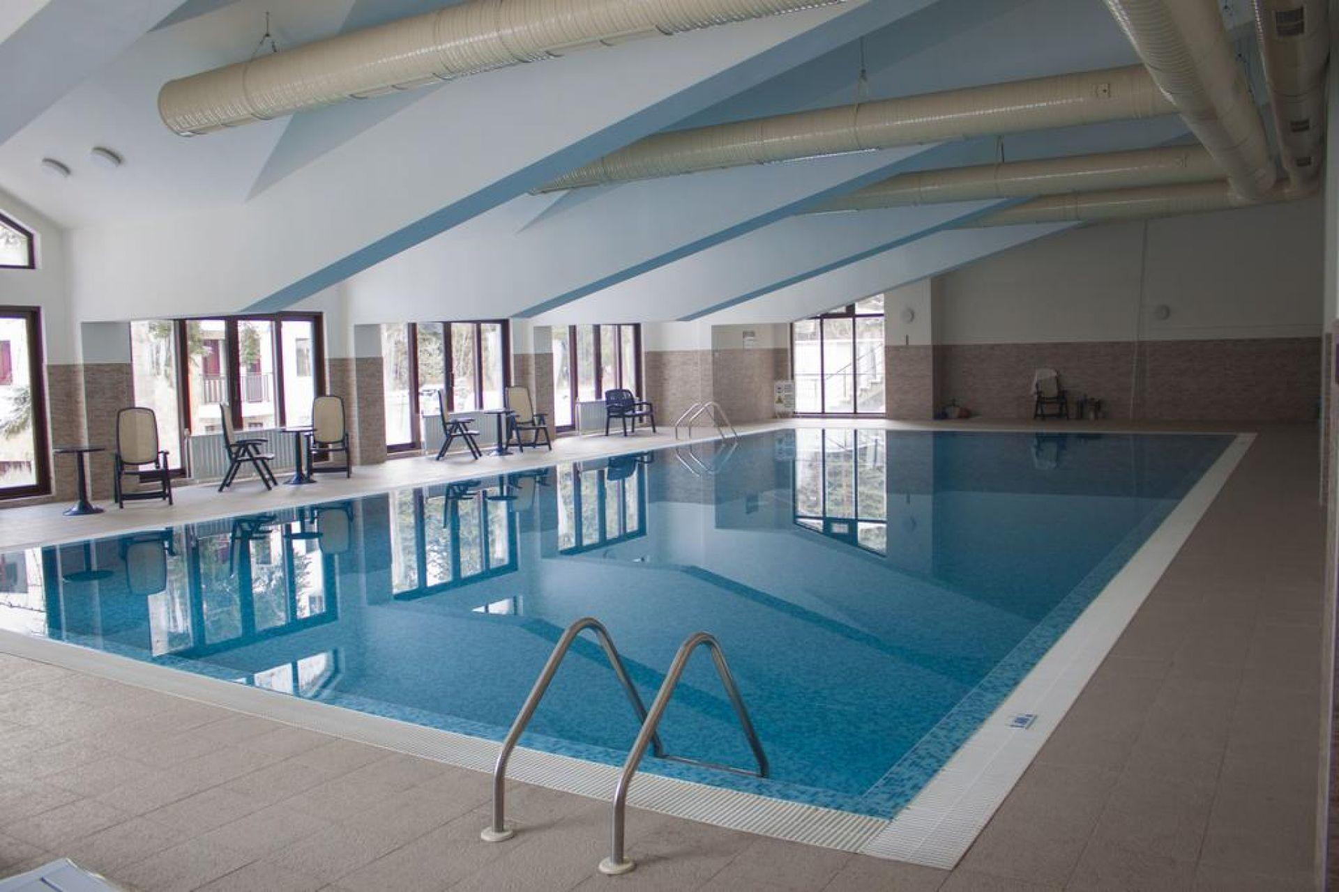 Апарт-хотел Боровец Гардънс - Оферта за 8-ми декември - басейн