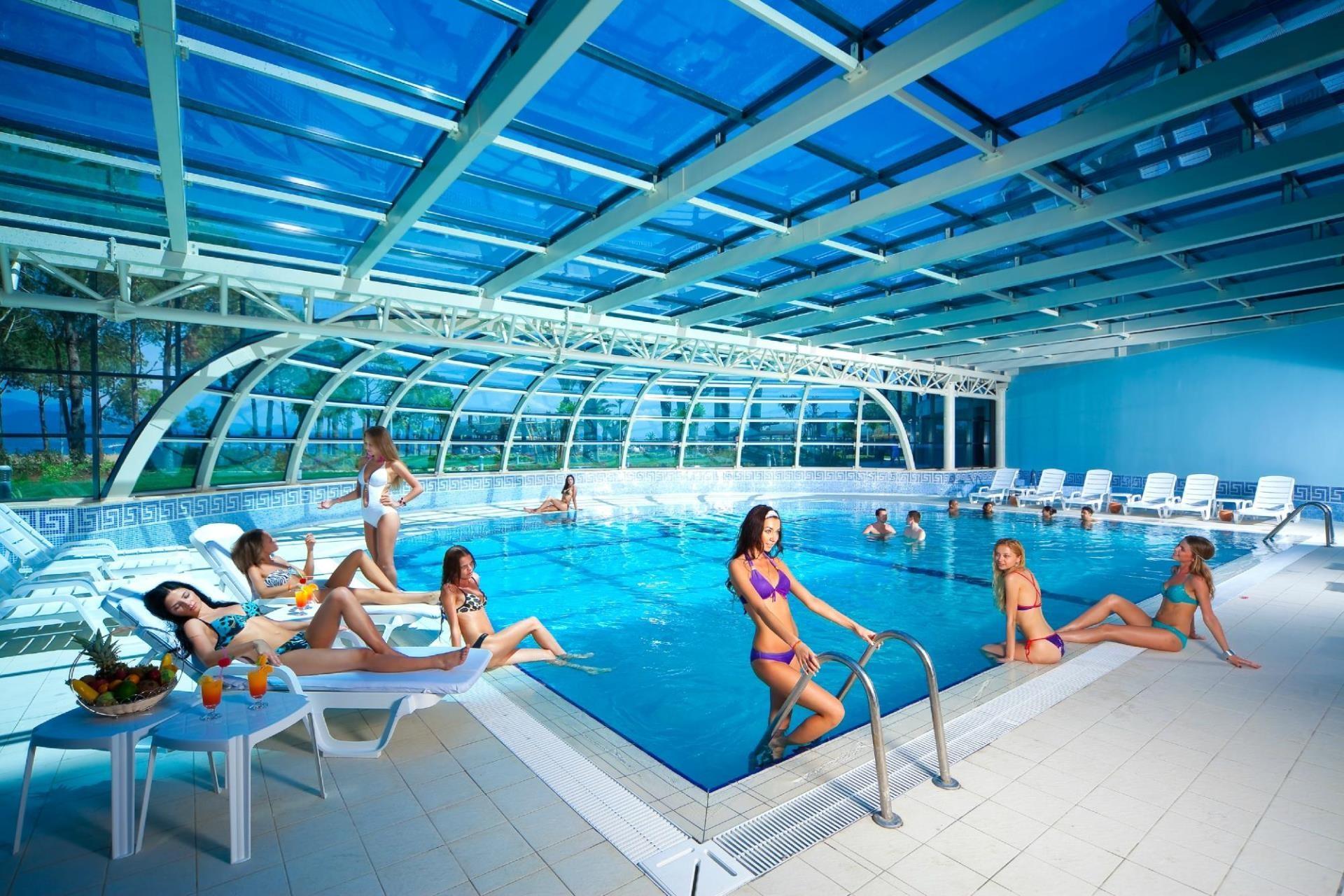 Venosa Beach Resort & Spa - вътрешен басейн