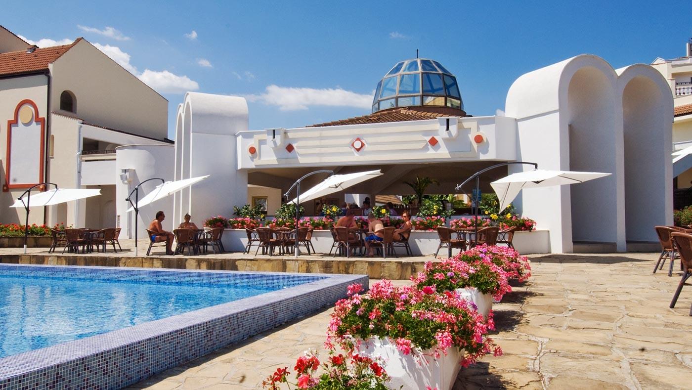 Хотел Пеликан - бар на басейна