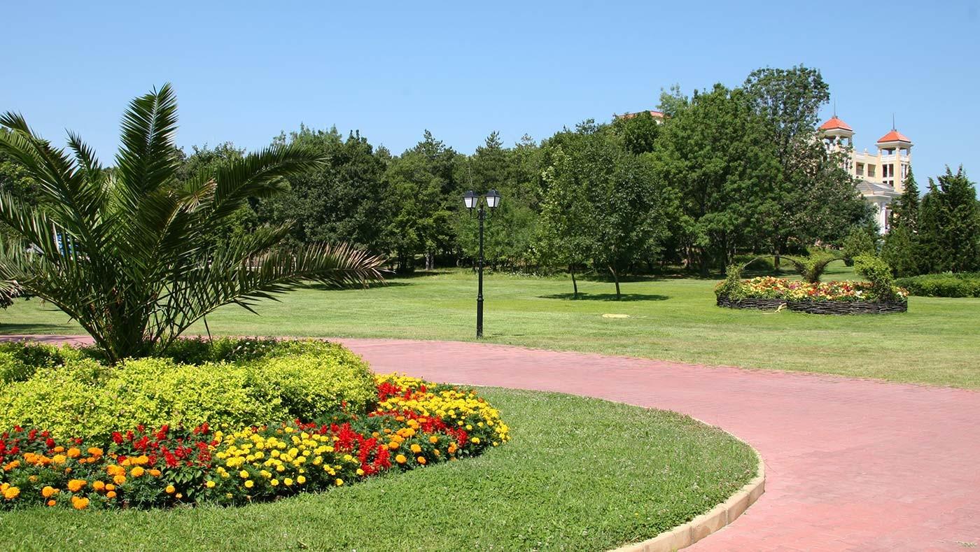 Хотел Белвил - градина