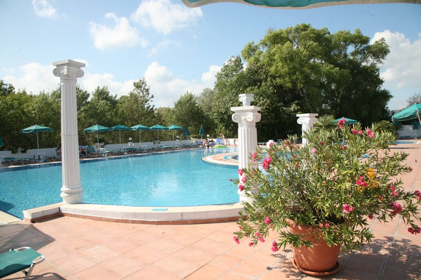 Хотел Белвил - басейн