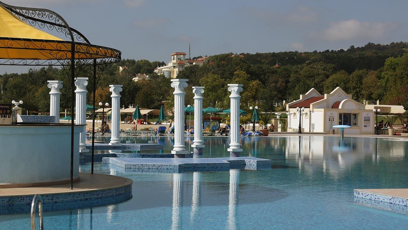 Хотел Марина Бийч - бар на басейна