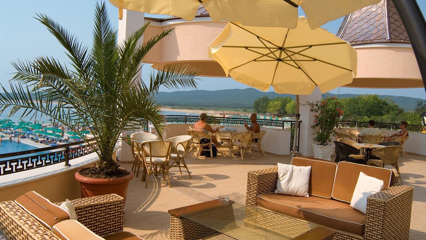 Хотел Марина Бийч - тераса бар