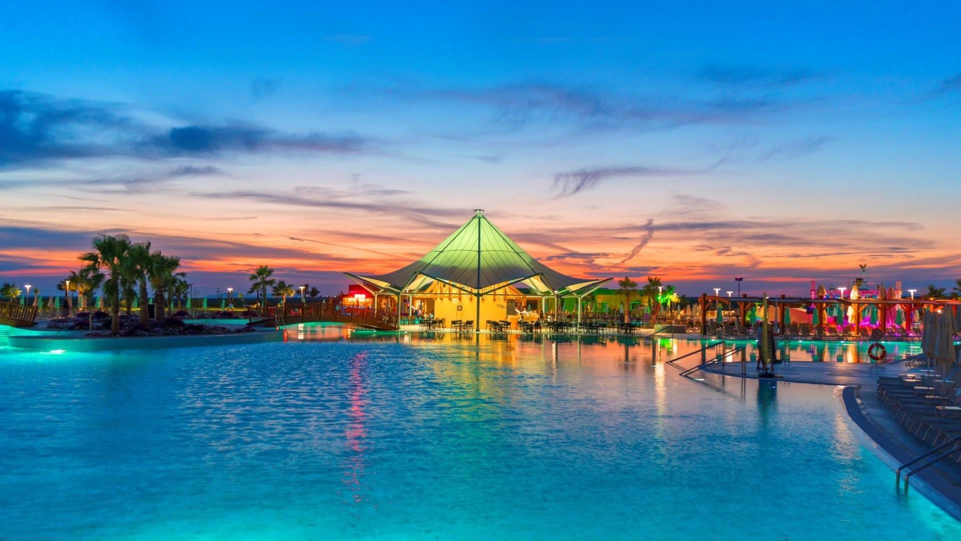 Aquasis De Luxe Resort & Spa -басейн