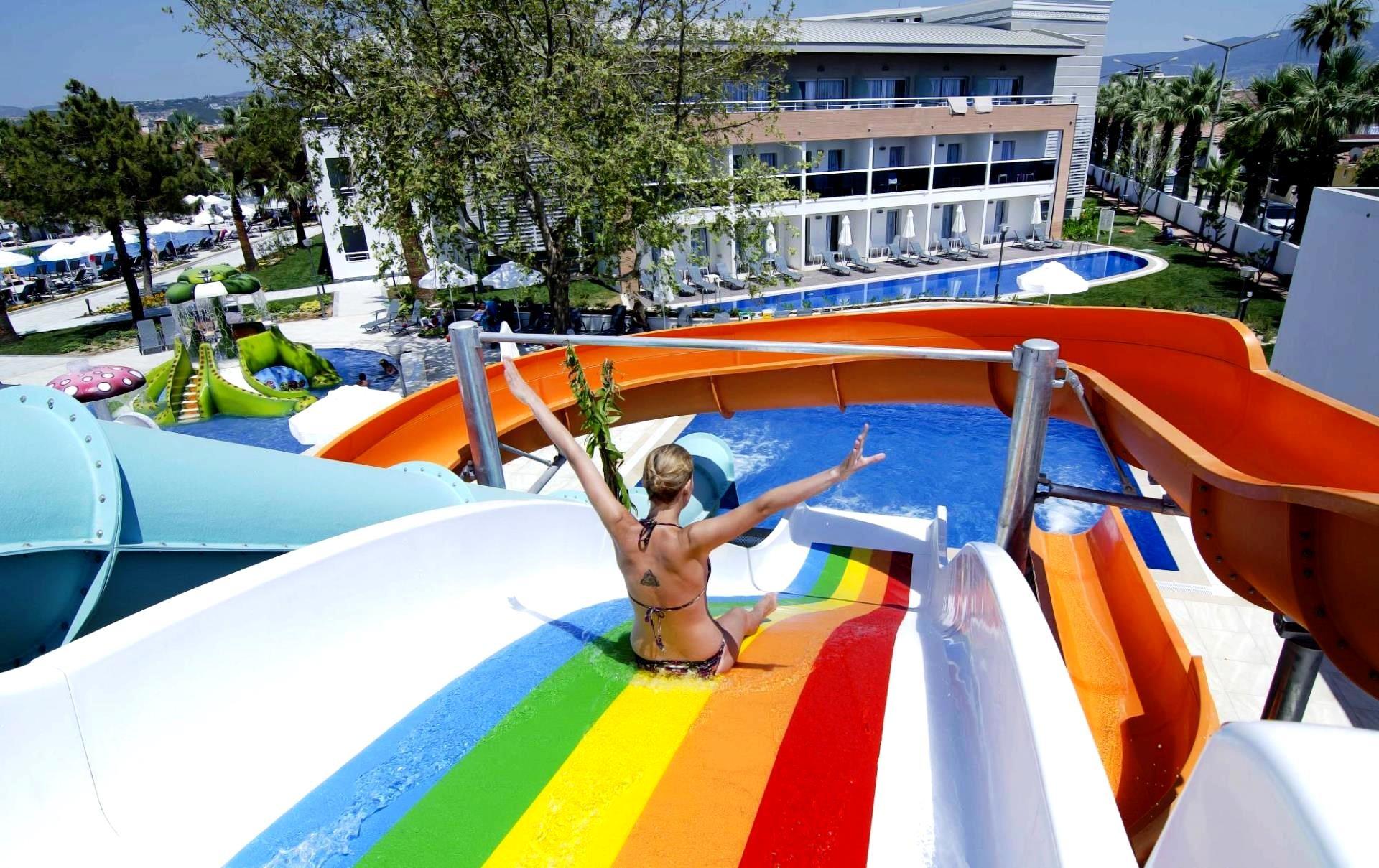 Palm Wings Beach Resort&SPA - пързалки