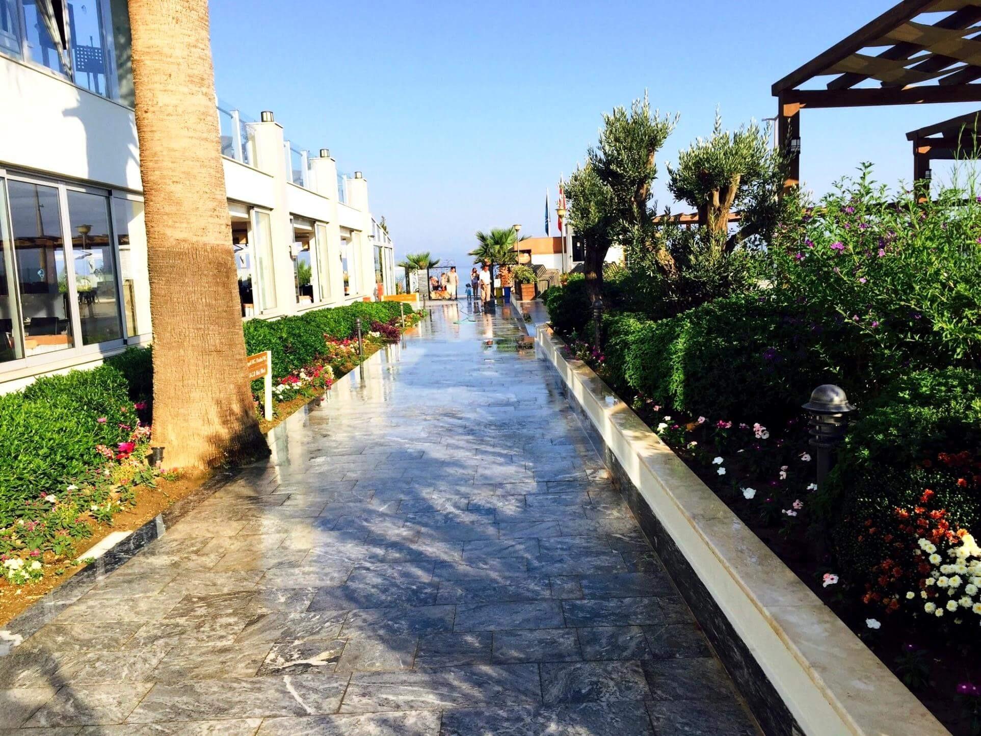 Palm Wings Beach Resort&SPA - градина