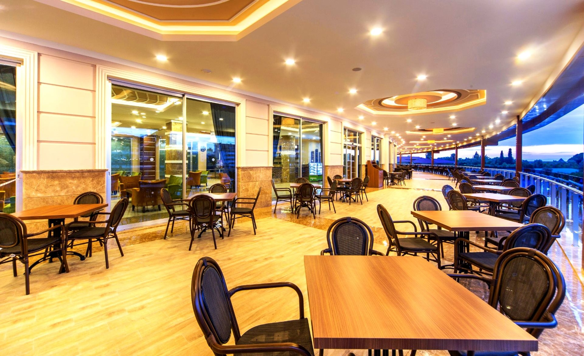 Lonicera Resort & Spa Hotel  - ресторант тераса