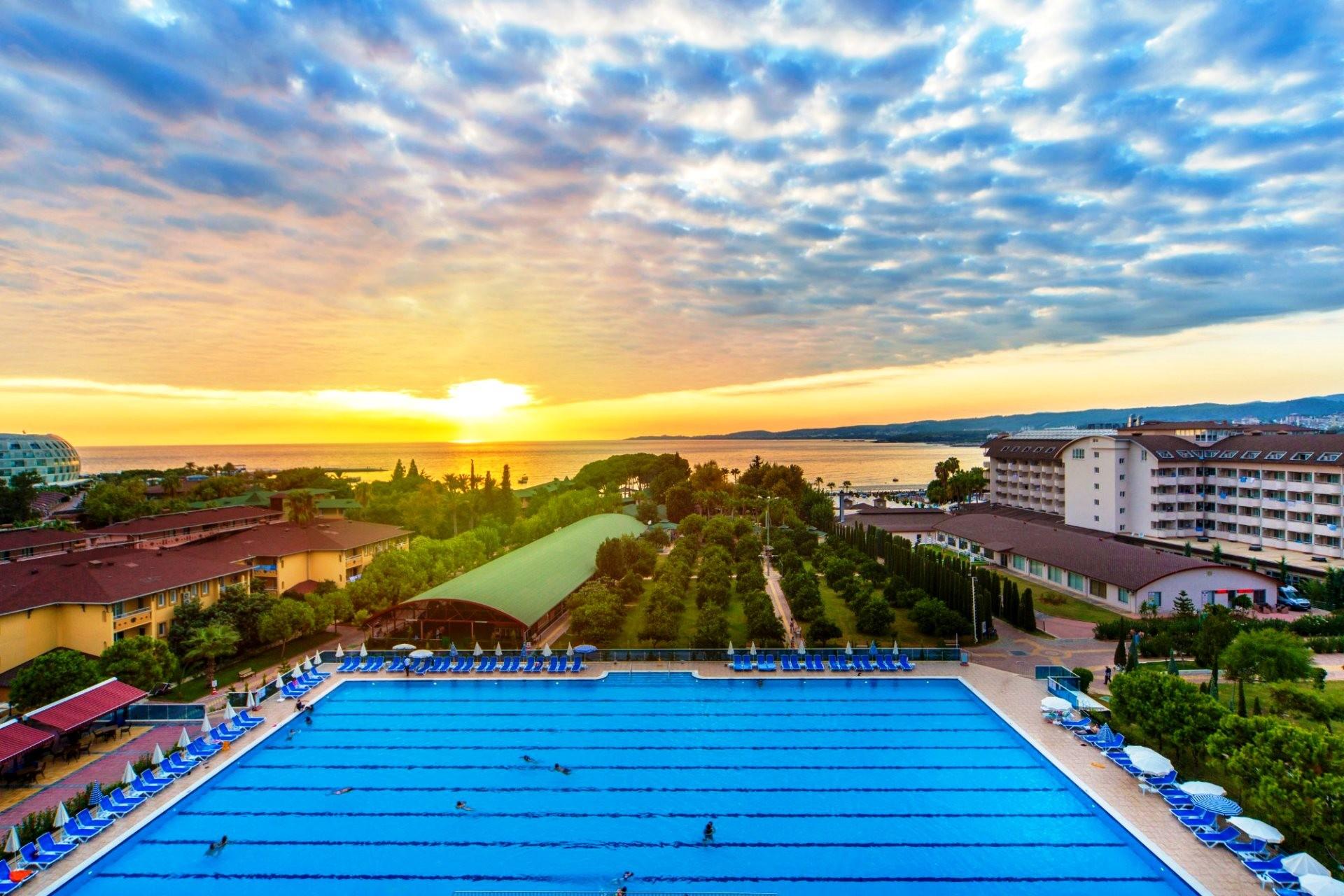 Lonicera Resort & Spa Hotel  - басейн