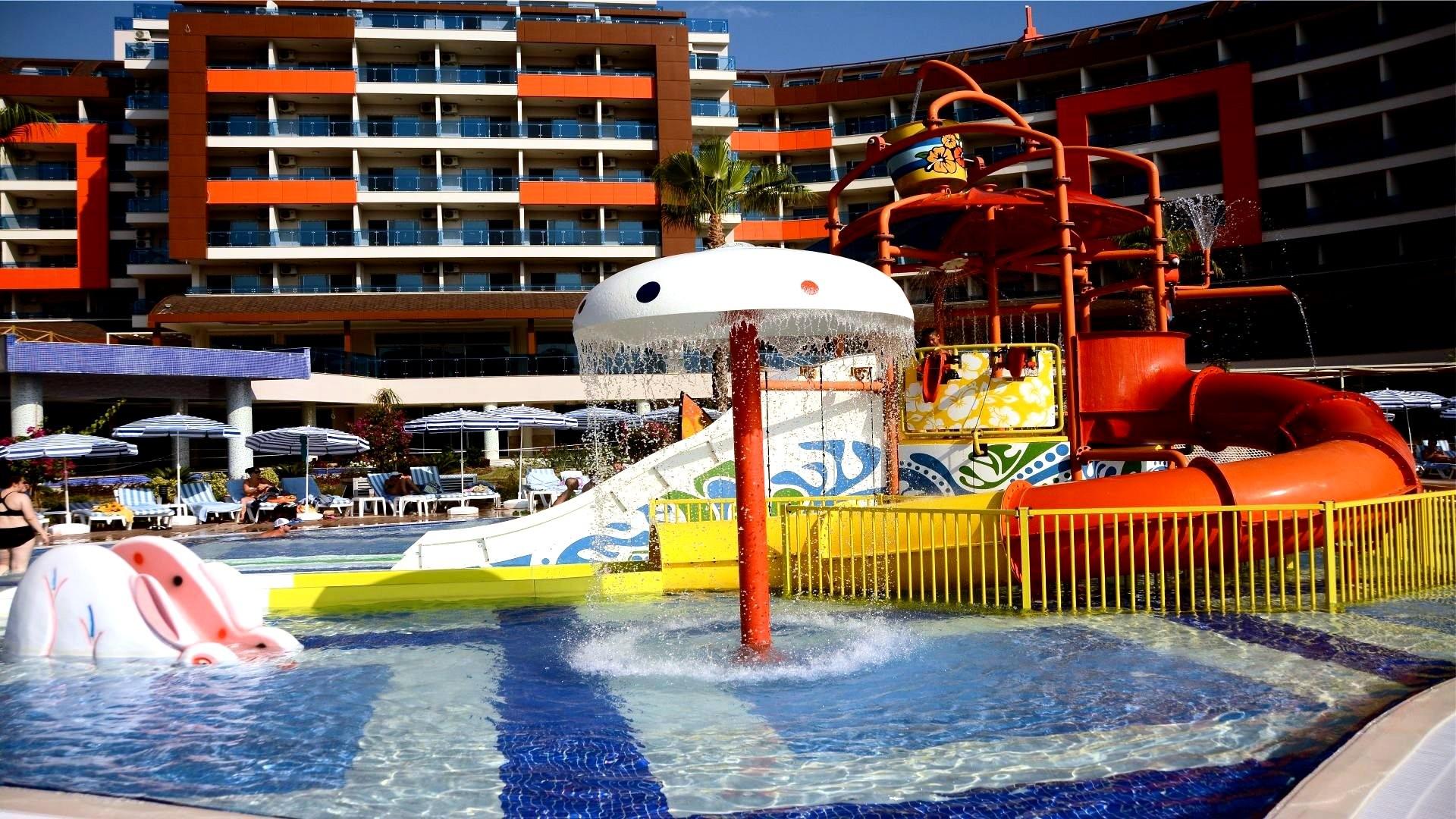 Lonicera Resort & Spa Hotel  - пързалки