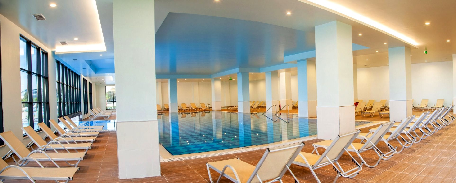 KoruMar Ephesus Beach & Spa Resort - вътрешен басейн