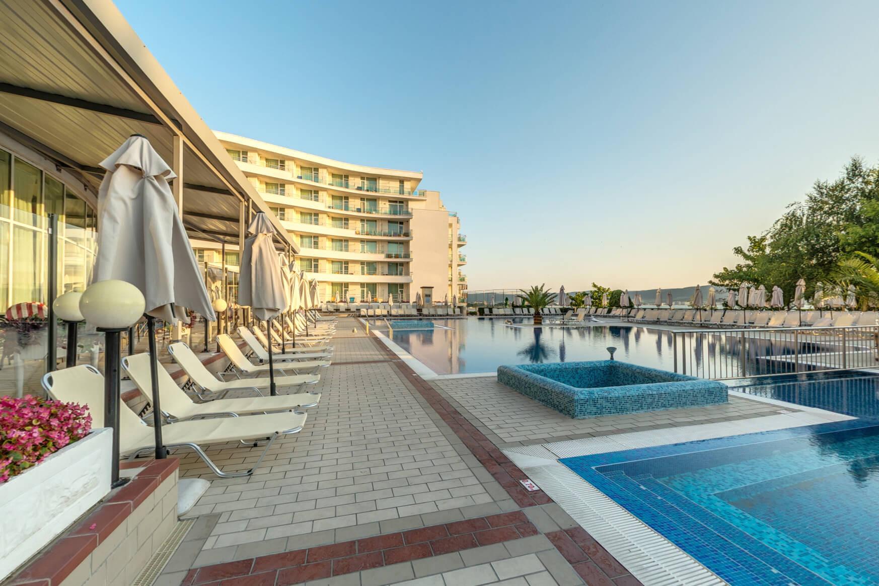 Хотел Феста Панорама - външен басейн