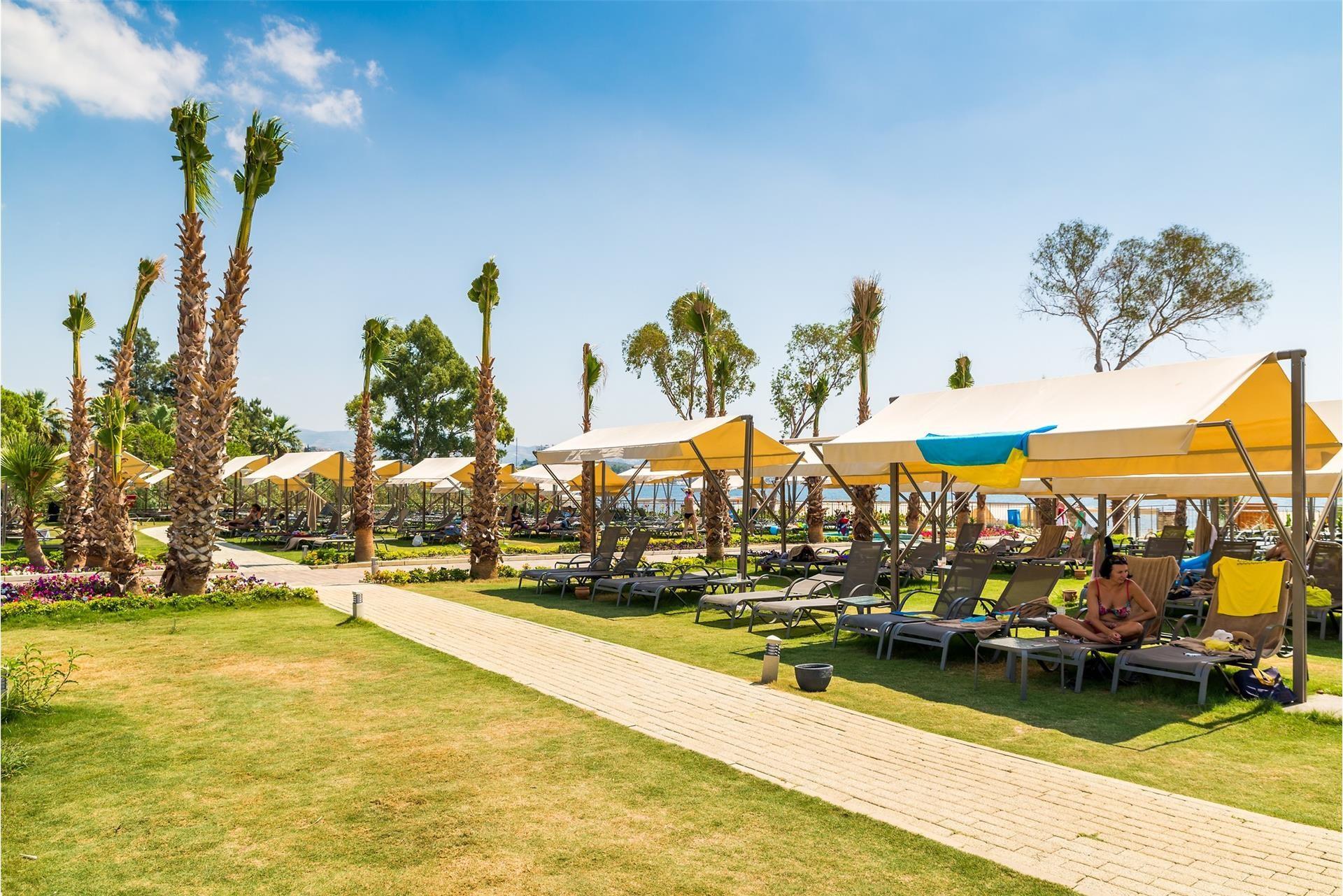 Amara Sealight Hotel - градина