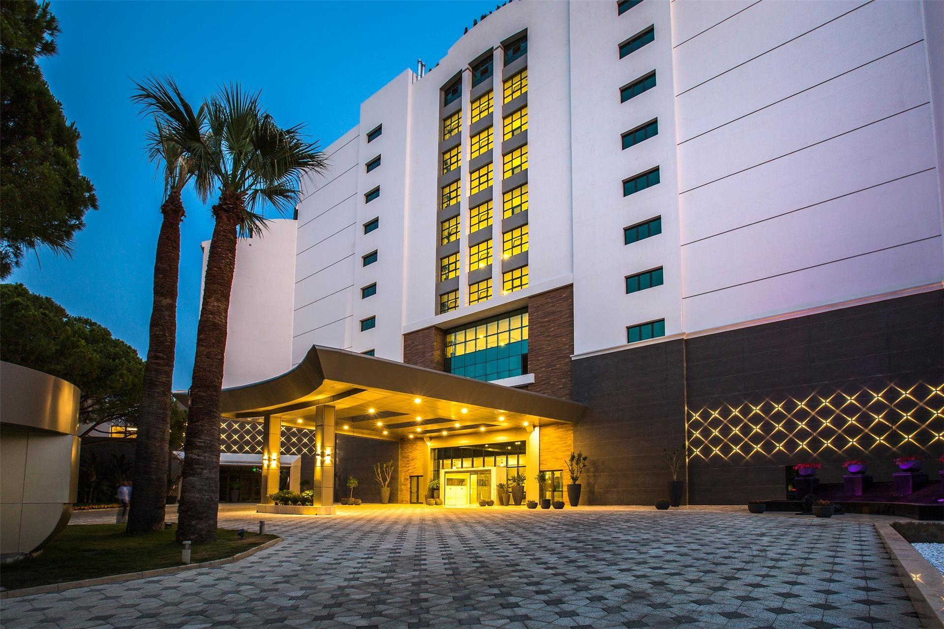 Amara Sealight Hotel - общ изглед нощ